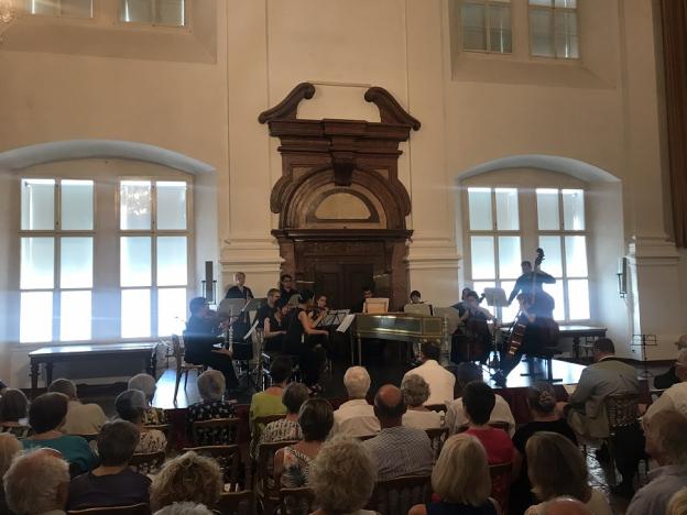 Carabinierisaal Eröffnungskonzert,  zu Gast bei Max Gandolph. Musik von H.I. Biber, G. Muffat