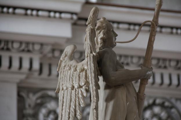 Simon Frieß (?), Engel auf der Westempore im Salzburger Dom / Orgel, Holz, gefasst, 1703