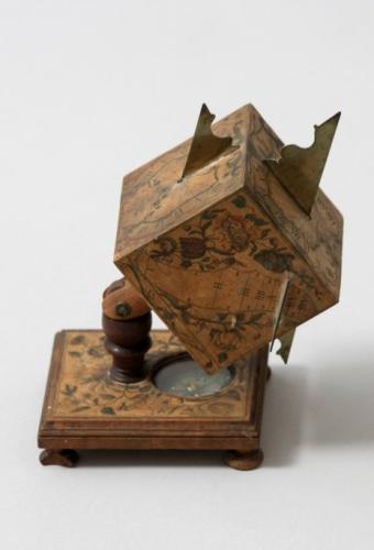 Würfelsonnenuhr, um 1790/1800, Nürnberg, Holz, Kupferstich