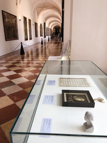 Vitrine in der Langen Galerie