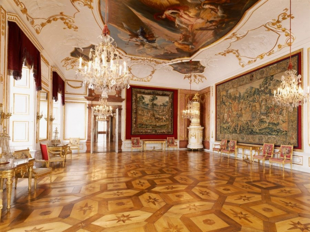 The most magnificently furnished hall for demonstrating power © SBSB