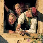 Ferdinand Georg Waldmüller, Kinder im Fenster, 1853, Residenzgalerie Salzburg Inv. Nr. 335, Aufnahme: Fotostudio Ulrich Ghezzi, Oberalm, ©RGS/Ghezzi