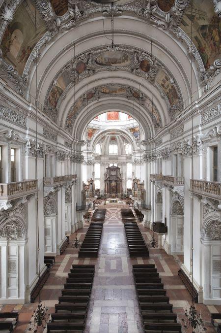 Blick von der Domorgelempore in den Salzburger Dom
